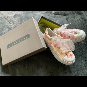 """Kenneth Cole Reaction """"new"""" girls sz 12.5 sneakers"""